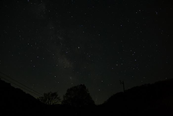 夏銀河淡く
