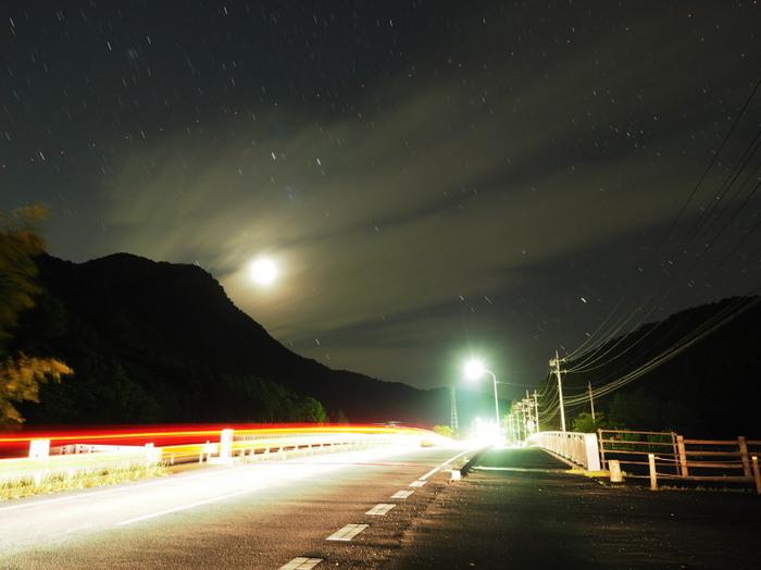 エキゾーストノートの光